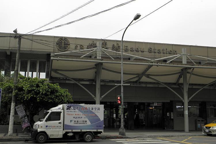 圖片:幸福終點站系列 八堵房市也打台鐵捷運牌