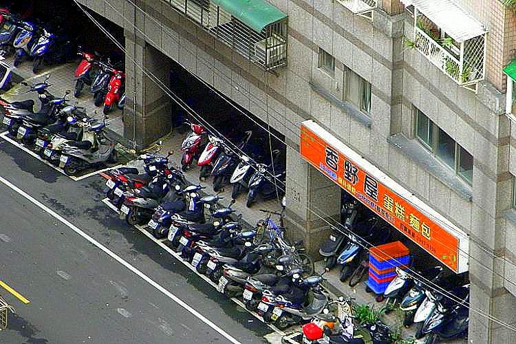 圖片:不動產法律系列 社區車位能不能停機車位?