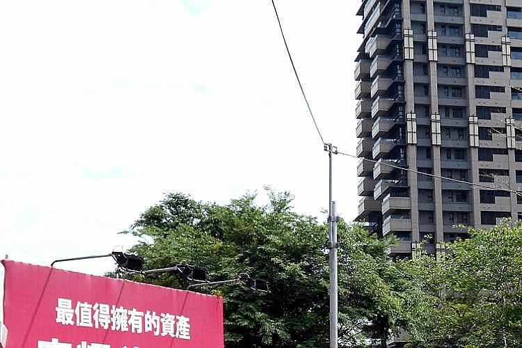 圖片:豪宅大降價 心動不能馬上行動