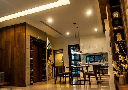 客廳與餐廳