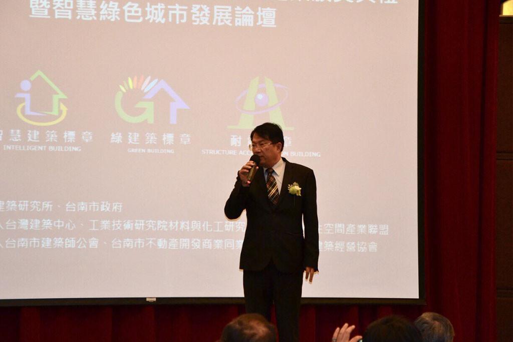 3台南市副市長顏純左