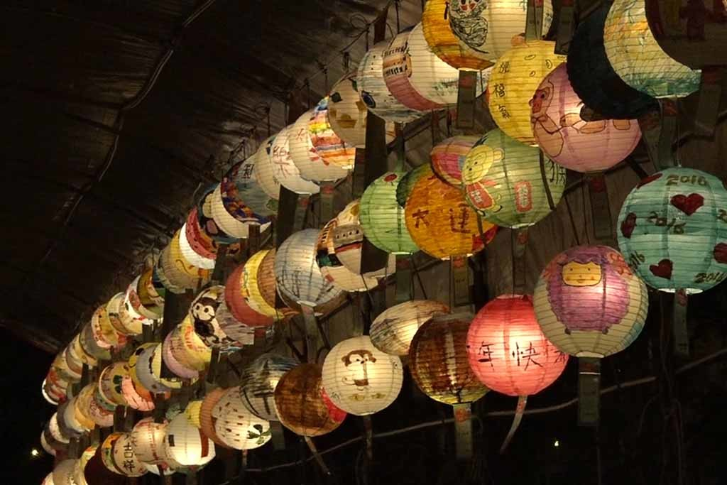 元宵遊高鐵燈籠作品