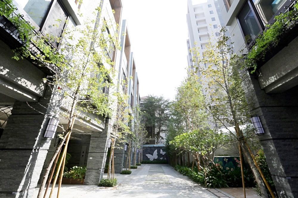 圖片:台中南區新建案 帝闊二期 社區型別墅精緻10戶 生活單純 台中高工對面