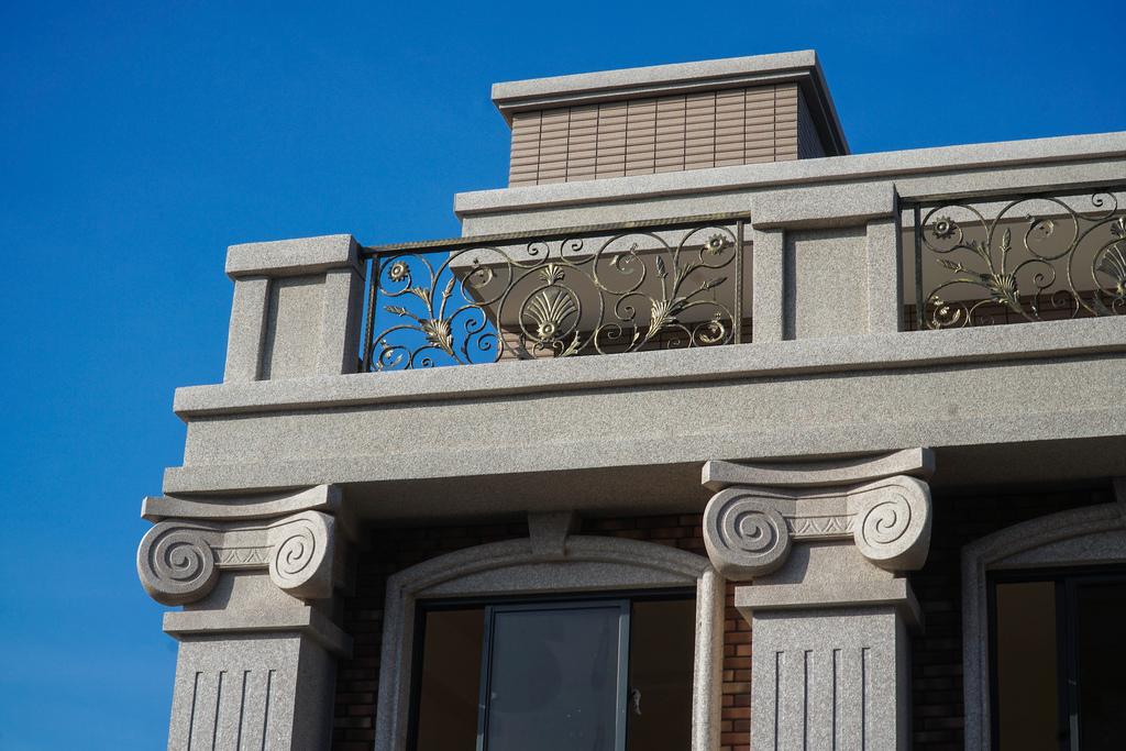 圖片:彰化員林新成屋 | 【閱讀翡冷翠7】。新古典皇家宅邸,6米挑高客廳奢華璀璨延伸