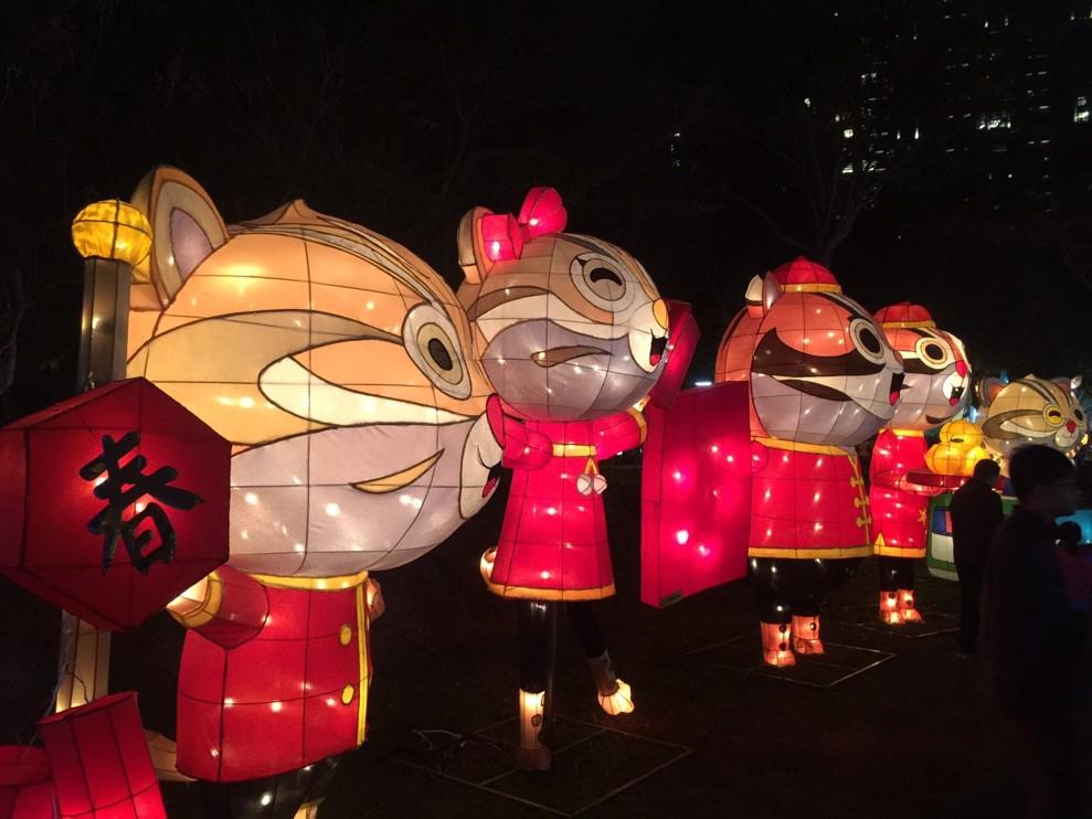 圖片:台中文心公園「御天飛行豬」 伴你暢遊絢爛燈會