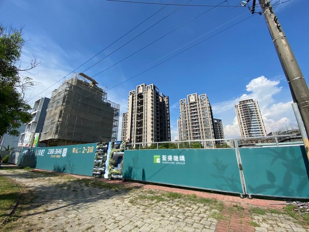 圖片:聖揚樂晴空|新富綠園道第一排 100種陽台生活 | 台中南屯建案搶先看